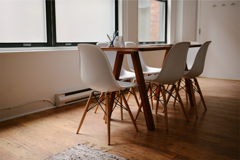 chairs-home-meeting-4428-823x550